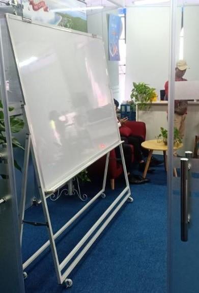 Bảng Flipchart cố định viết bút lông Ấn Độ chân sắt sơn tĩnh điện